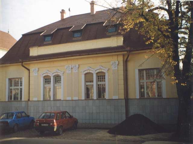 815fb4d1e -evanjelická fara na ulici J. A. Komenského v Lučenci. Po úprave